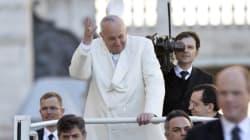 Il Papa deve mettersi a dieta, ma fa il