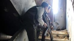 Le bandiere nere dell'Isis sventolano nel campo profughi palestinese in