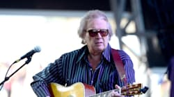 Don McLean met des manuscrits d'«American Pie» aux