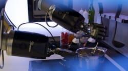 Ce robot cuisine des repas de
