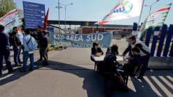 Whirlpool, i lavoratori bloccano il deposito merci vicino a