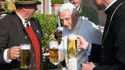 Música y cerveza: la fiesta de cumpleaños de Benedicto XVI