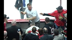 Des partisans se battent après la fin du match