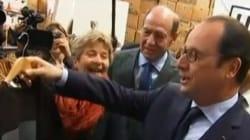 Hollande se fait offrir un t-shirt à l'effigie de Chirac... et le