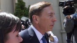 L'ex-chef de la CIA David Petraeus condamné à deux ans avec