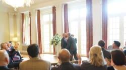 「それぞれの国が、LGBT政策を」男性2人が、駐日イギリス大使館でウェディング(画像集)