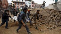 Au moins 2000 morts au Népal, difficiles opérations de