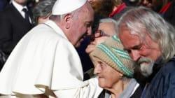 Papa Francesco sceglie ancora i poveri. Ai senzatetto le poltrone d'onore del concerto in