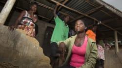 エボラ出血熱生存者や患者の遺族は、偏見にさらされている
