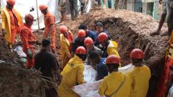 Após forte chuva, deslizamento de terra deixa 14 mortos em