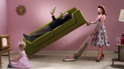 I mariti italiani non aiutano, anzi: aumentano il lavoro in