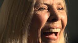 Joni Mitchell hospitalisée (mais pas dans le coma selon son