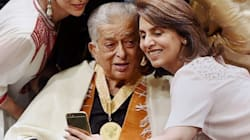 PHOTOS: The Beautiful Moment Shashi Kapoor, 77, Received His Dada Saheb Phalke Award And Posed For