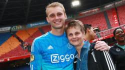 名門クラブのサッカー選手たち、粋な「母の日」のプレゼント