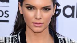 Kendall Jenner seins nus pour Calvin Klein