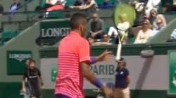 Kyrgios perd ses nerfs et maltraite sa raquette avec