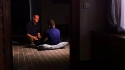 ISが14歳少年を拷問している動画 両手を縛って天井から吊る