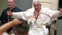Il papa paga il viaggio per la Sindone ai clochard