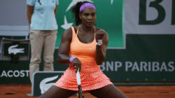 Serena Williams, grippée, se hisse en