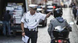 A Foggia i vigili indossano mocassini pagati dal Comune. E il costo non è