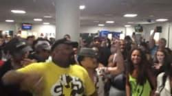 Il cast di Aladdin e Il Re Leone si esibiscono gratis all'aeroporto di New