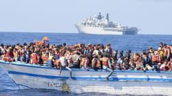 Migliaia di migranti alla deriva al largo della
