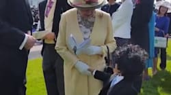 Cet enfant a osé toucher la reine d'Angleterre (C'EST