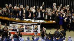 ASSISTA: Deputados rezam Pai-Nosso e mostram que Estado laico é