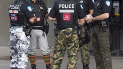 Les pantalons des policiers de Montréal retiennent l'attention sur