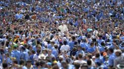Bergoglio tra Putin e gli scout: da balla con l'orso a balla coi