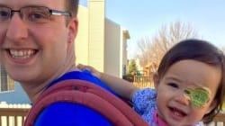 Un père customise le cache-œil de sa fille pour le rendre
