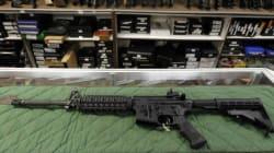 Réglementations sur les armes à feu: Ottawa reporte