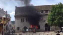 Un homme met le feu à la mairie de Besançon avec deux cocktails