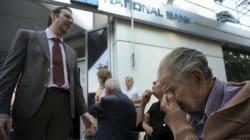 Il pianto del pensionato di fronte a una banca di Salonicco. E il manager lo