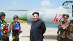 Kim Jong-un inaugura l'aeroporto ma l'architetto è