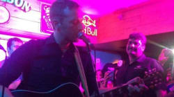 The Full Video Of Coldplay's Chris Martin Playing At A Delhi Bar Is