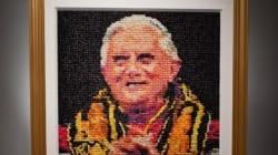 Le portrait de Benoît XVI en préservatifs coûte cher au musée de