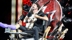 Le chanteur des Foo Fighters a le fauteuil roulant le plus rock'n'roll du