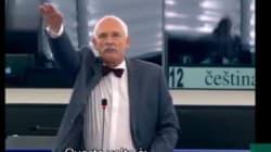 Parlamento Ue, deputato di estrema destra fa saluto nazista in
