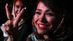 核合意はイラン国民にとって勝利 Vサインと笑顔で祝う人々(画像)