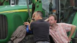 Les éleveurs bloquent à nouveau le Mont-Saint-Michel, Le Foll se rend à