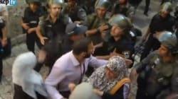 Polizia israeliana irrompe nella moschea di Al-Aqsa, scontri con i