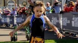 Bailey, 8 anni, una paralisi cerebrale taglia il