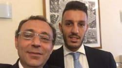 Resta senatore, litiga su twitter, fa selfie