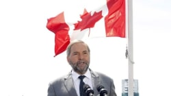 Mulcair Doesn't Take Reporters' Questions At Campaign