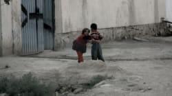 La storia dei bacha-bazi in Afghanistan. Bambini costretti a ballare, travestiti da donna,
