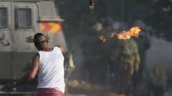 Gerusalemme, molotov lanciata da palestinesi centra l'auto di due coloni