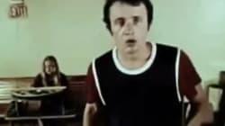 Mais qui est cet acteur qui joue dans un clip de 1974 sur les règles