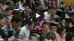 Guarda un porno durante la lezione e dal pc parte