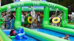 «Slide the City»: Une glissade d'eau géante au coeur de